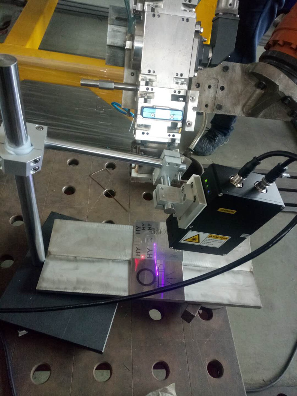 Seam+tracking+sensor+for+laser+welding